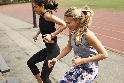 Girls doing cardio training with a polar loop 2 tracker on their wrist